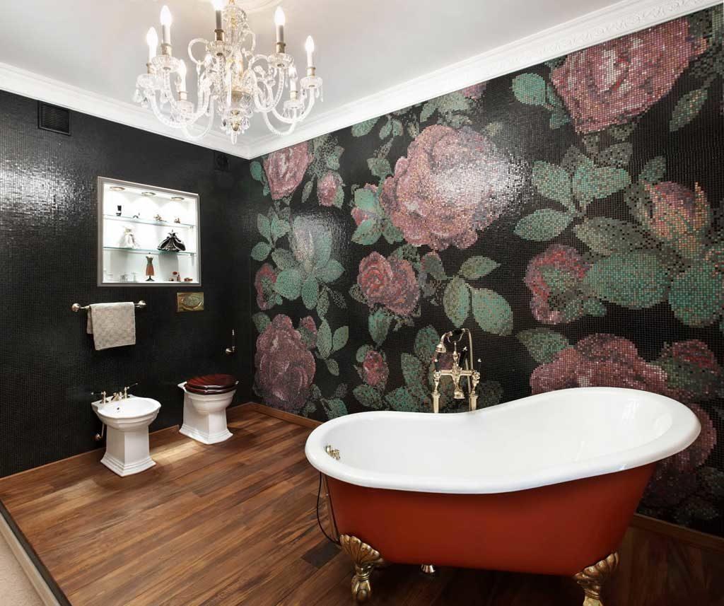Ванная с мозаичным панно